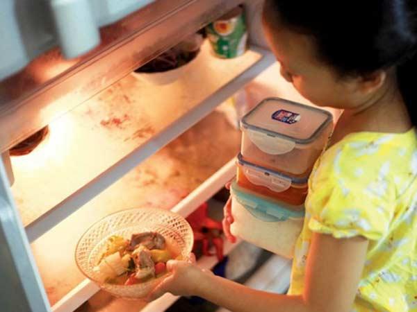Có nên cất trữ đồ ăn thừa trong tủ lạnh qua đêm?